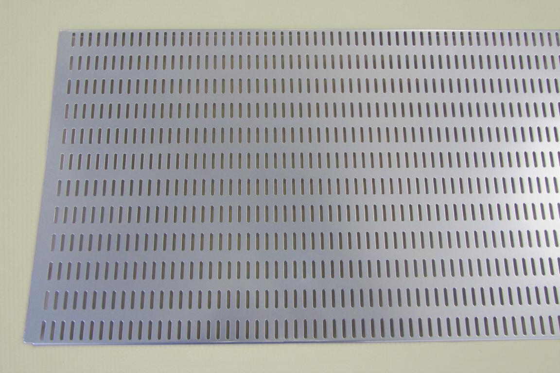 Перфорированная панель  90x38 см, платина